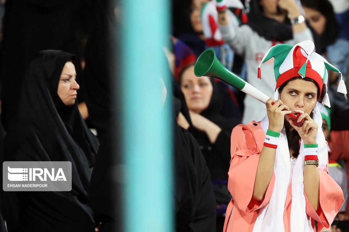 روایت دستفروش زن استادیوم آزادی؛ از درآمد میلیونی تا امید برای حضور مجدد