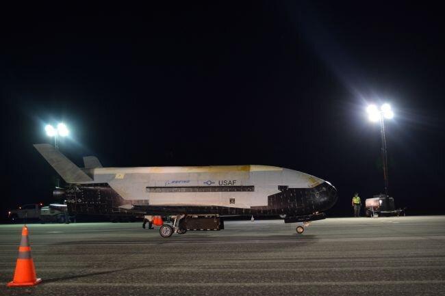 فیلم ، بازگشت هواپیمای فضایی ایکس-37بی پس از ماموریت سری 780 روزه